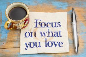 focus-what-you-love-handwriting-napkin-cup-coffee-71053893